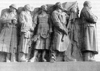 Varia-old_Stalinmonument2