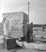 Stalinbeeld, granietblok in steengroeve