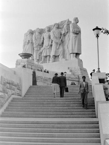 Stalinbeeld, westzijde