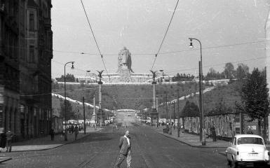 Stalinbeeld eind jaren vijftig vanuit de Parijsstraat