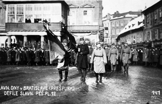 Bratislava_1919_defile